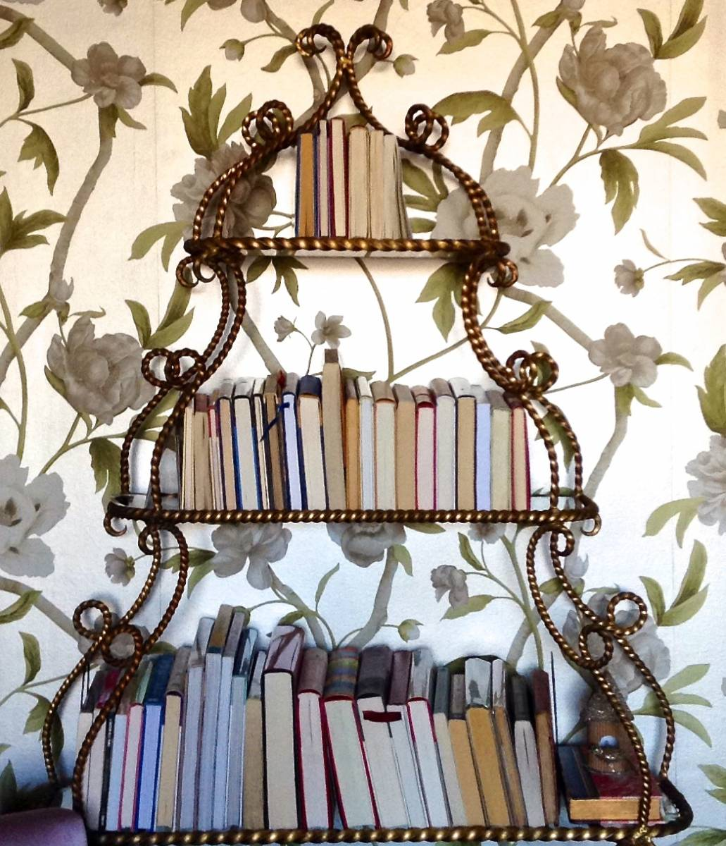 How to Zen Your Bookcase - A Quick Fix to Unclutter
